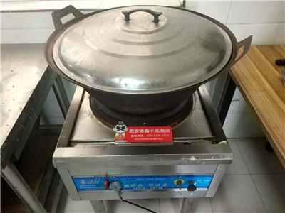 做米皮的灶和锅