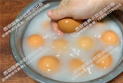 剁椒面鸡蛋剥蛋壳
